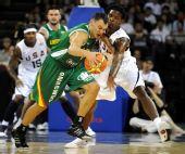 图文:美国男篮VS立陶宛 亚西克维丘斯在比赛中