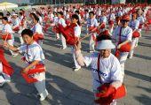 图文:奥运圣火继续在天津传递 天津市民欢庆