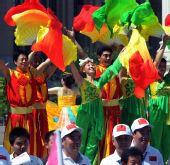 图文:奥运圣火继续在天津传递 市民载歌载舞