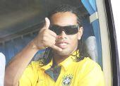 图文:巴西国奥队抵达沈阳 小罗对记者大赞
