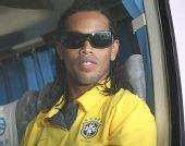 图文:巴西国奥队抵达沈阳 小罗心情不错