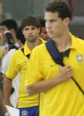 图文:巴西国奥队抵达沈阳 迭戈表情茫然