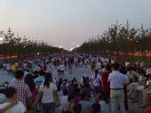 图文:开幕式第二次彩排 景观大道观众云集