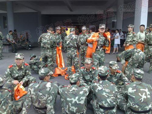 参加演出排练的解放军战士1