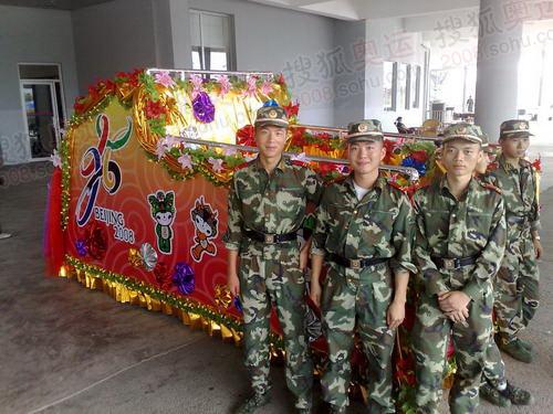 参加演出排练的解放军战士2