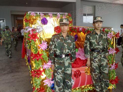 参加演出排练的解放军战士3