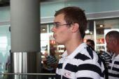 图文:德国跳水队低调抵京 下飞机显得格外轻松