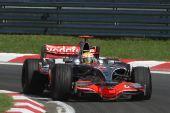 图文:F1匈牙利大奖赛正赛 汉密尔顿准备入弯