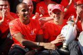 图文:F1匈牙利大奖赛正赛 汉密尔顿分享胜利