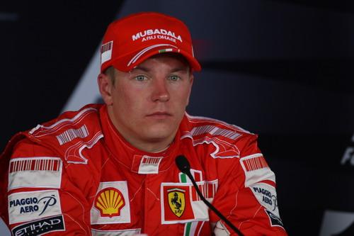 图文:F1匈牙利大奖赛正赛 莱科宁接受采访
