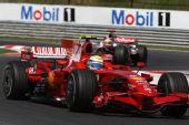 图文:F1匈牙利大奖赛正赛 马萨在比赛中