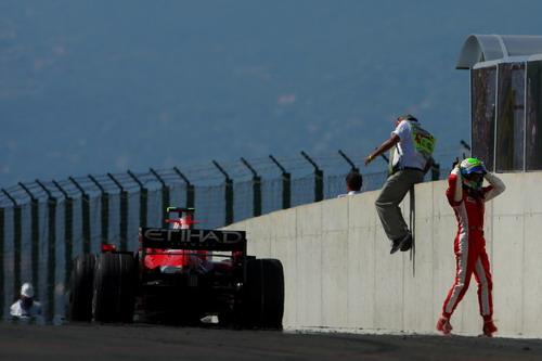 图文:F1匈牙利大奖赛正赛 马萨懊恼不已