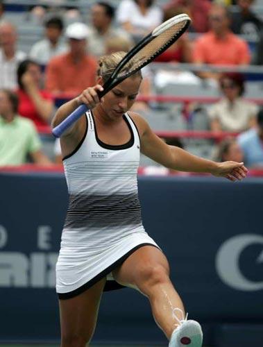 图文:罗杰斯杯萨芬娜夺冠 捷克小将踢网球