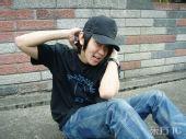 图文:林俊杰备战火炬接力狂练俯卧撑 耍宝