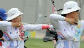 图文:韩国射箭选手备战 全神贯注