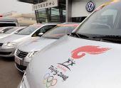 图文:奥运火炬接力车队抵京 火炬接力图标