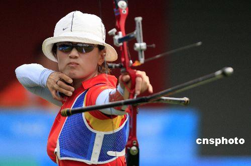 资料图片:中国选手张娟娟出箭瞬间。 中新社发 杜洋 摄