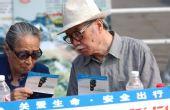 图文:北京奥运安保掠影 艺术家参与公益活动