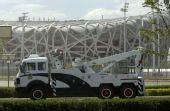 图文:北京奥运安保掠影 鸟巢前的治安车辆