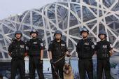 图文:北京奥运安保掠影 鸟巢前的特警亮相