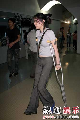 受伤的杨乃文