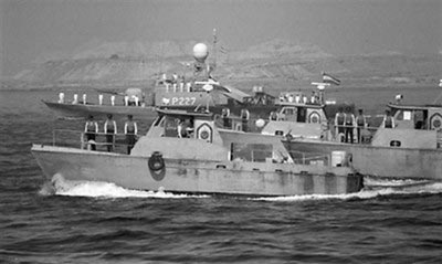 伊朗军舰在霍尔木兹海峡巡逻