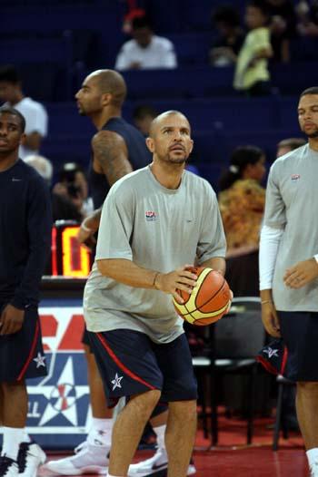 图文:美国男篮vs澳大利亚 基德热身