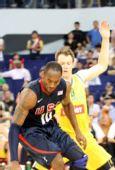 图文:美国男篮vs澳大利亚 科比遭遇严防