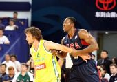 图文:美国男篮vs澳大利亚 霍华德遇到严防