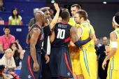 图文:美国男篮vs澳大利亚 双方已经是剑拔弩张