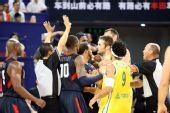 组图:美国男篮vs澳大利亚 韦德和对方球员打架