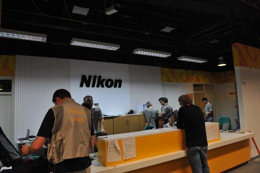 影像中心内尼康相机的服务台