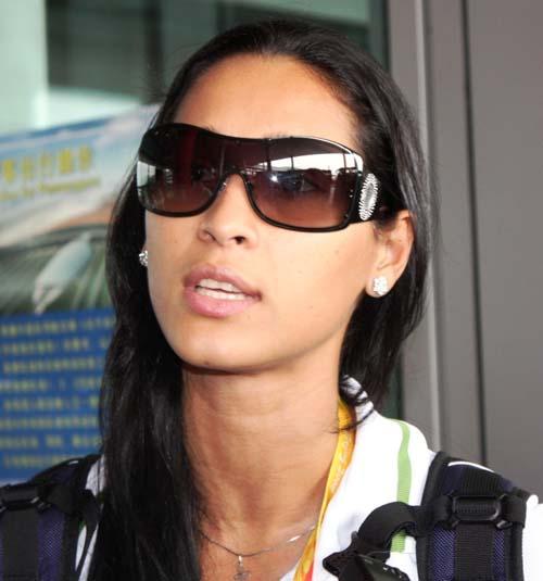 图文:巴西女排抵京 接受采访