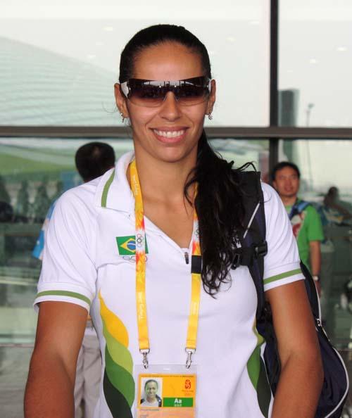 图文:巴西女排抵京 笑容甜美