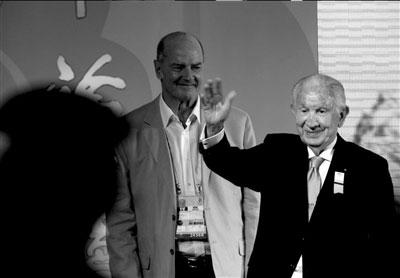 """昨天,萨马兰奇出席""""2008奥运冠军论坛"""",并作了专题演讲。图/王宙/CFP"""