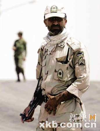伊朗边境上的士兵提高了警惕。