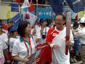 组图:奥运圣火北京传递 第47棒火炬手柳传志