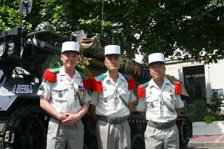 法国外籍兵团中的华人士兵邹琭、马凯和胡亮(左至右)