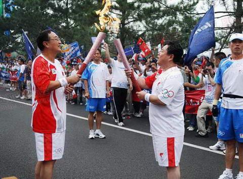 47棒杨元庆与49棒徐沛东交接