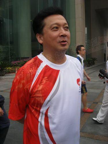 北京站奥运火炬手,著名艺术家郁钧剑接受官网记者采访