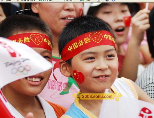 火炬传递北京站 小朋友可爱笑脸迎圣火