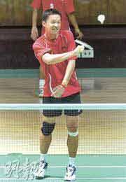 印度尼西亚羽毛球队主将陶菲克5日练习时笑容满面,心情未受早前染上登革热影响 明报图