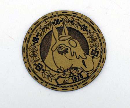 Fendi 为 Fendi Selleria Equestrian Bag 设计的徽章
