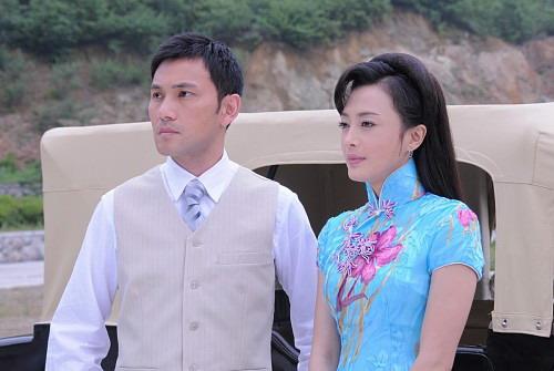 人气女星秦岚)饰演的白玉兰和汤嬿饰演的白玉枫因为共同爱上了林文龙图片