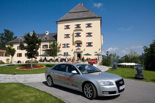 奥迪为萨尔斯堡音乐节特别派出了80辆使用GTL洁净燃料的A8轿车,为贵宾提供接送服务