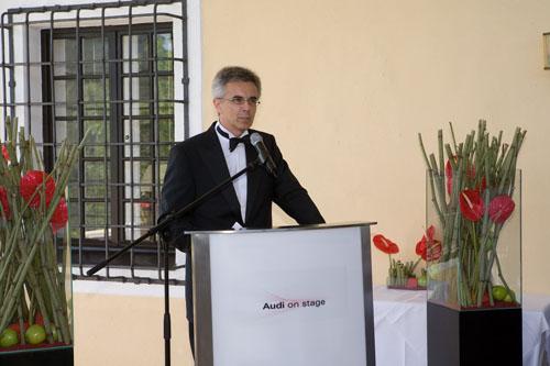 奥迪公司负责市场销售的董事会成员萧绅博先生在奥迪欢迎酒会上发表讲话