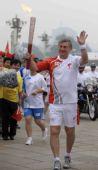 图文:奥运圣火在北京传递 火炬手高瑞