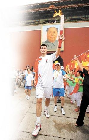 姚明是最高的火炬手 新华社 图片