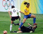 图文:德国0-0巴西 丹尼埃拉门前抢点