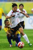 图文:德国0-0巴西 布雷索尼克带球突破